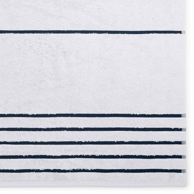 toalha-de-banho-gigante-em-algodao-81x150cm-buettner-cannes-cor-branco-com-listra-marinho-detalhe