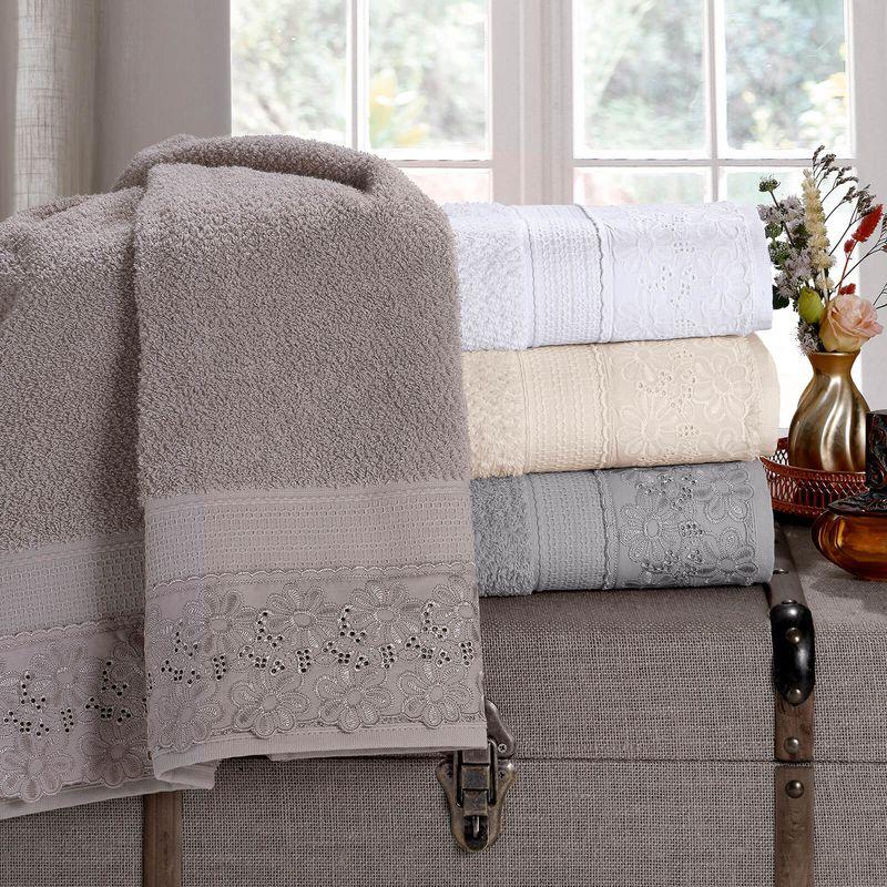 jogo-de-toalhas-5-pecas-em-algodao-500-gramas-por-metro-quadrado-e-aplicacao-de-renda-buettner-daisy-cor-branco-vitrine