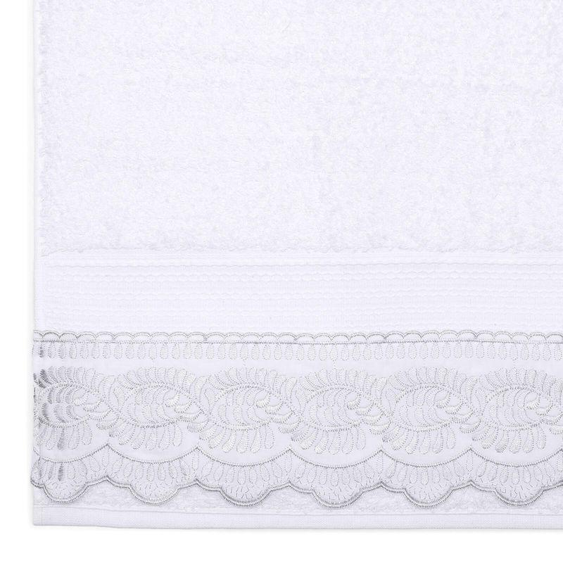 jogo-de-toalhas-5-pecas-em-algodao-500-gramas-por-metro-quadrado-e-aplicacao-de-renda-bouton-freire-cor-branco-detalhe