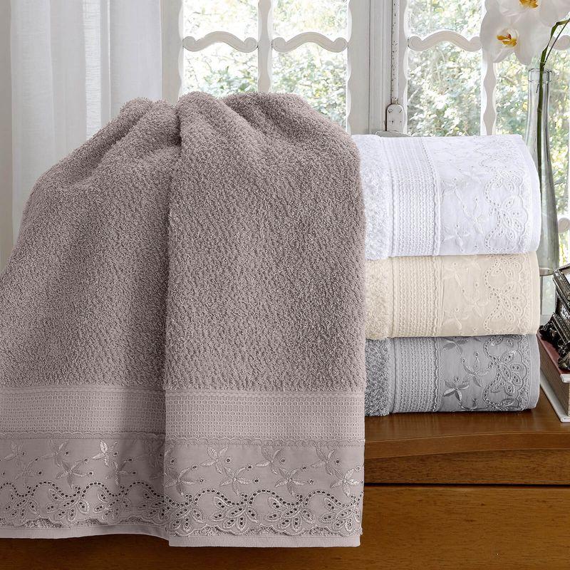 jogo-de-toalhas-5-pecas-em-algodao-500-gramas-por-metro-quadrado-e-aplicacao-de-renda-buettner-flora-cinza-vitrine